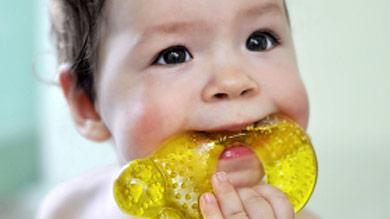 Bébé de 4 mois, des dents poussaient dans son cerveau