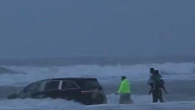 """Floride - Une femme fonce avec son """"Van"""" dans l'océan avec à bord ses 3 enfants (Video)"""