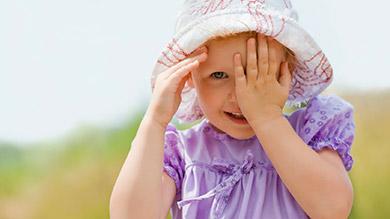 Conseils pour bien protéger votre enfant du soleil
