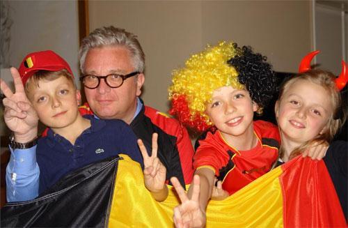 Allez les Diables Rouges ! Le prince Laurent et ses enfants de fervents supporters.