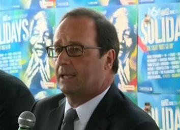 François Hollande De nouvelles lunettes au festival Solidays