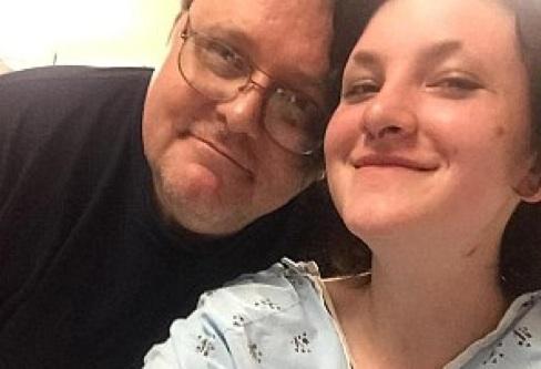 Une jeune adolescente survit à un crash d'avion et marche deux jours avant de trouver les secours
